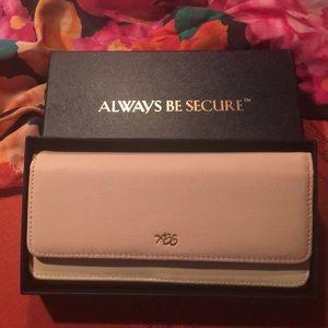 Wallet always be secure 💕💕